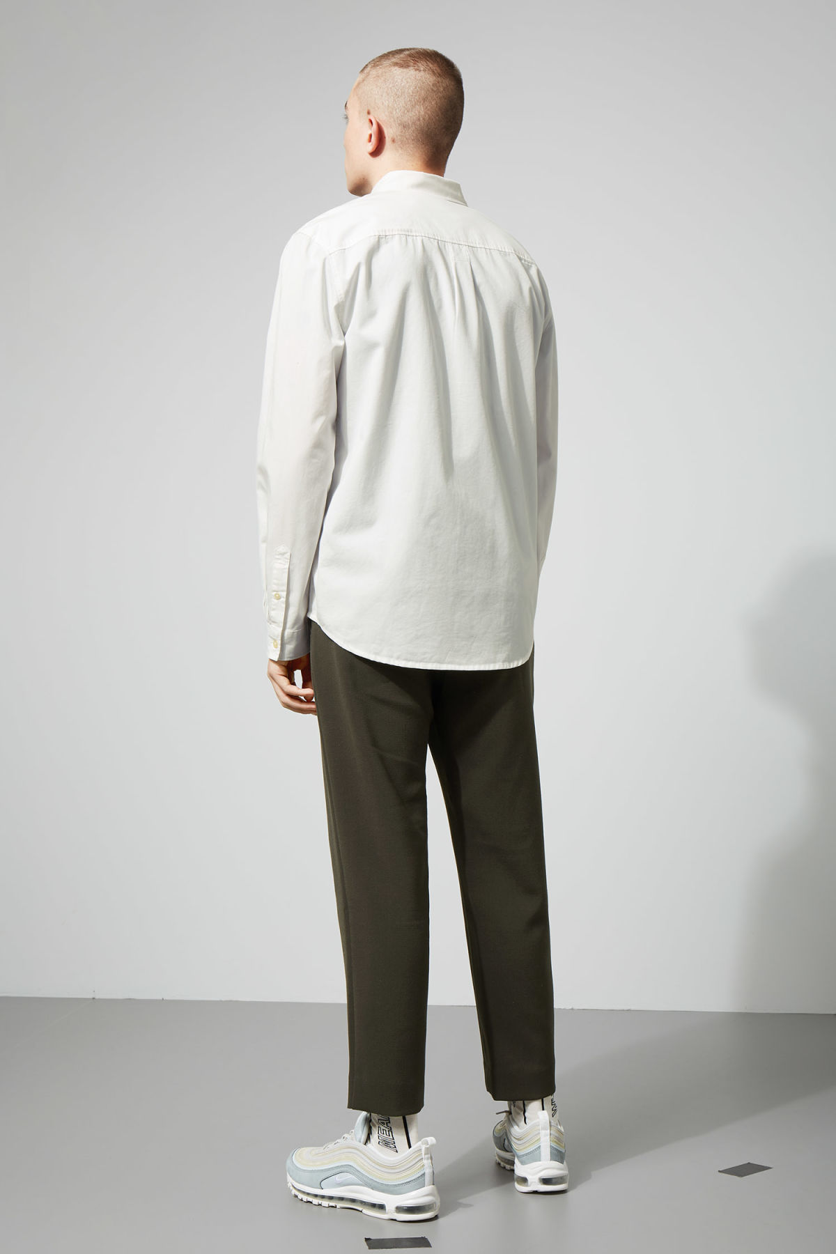 Model back image of Weekday seattle twill shirt  in white