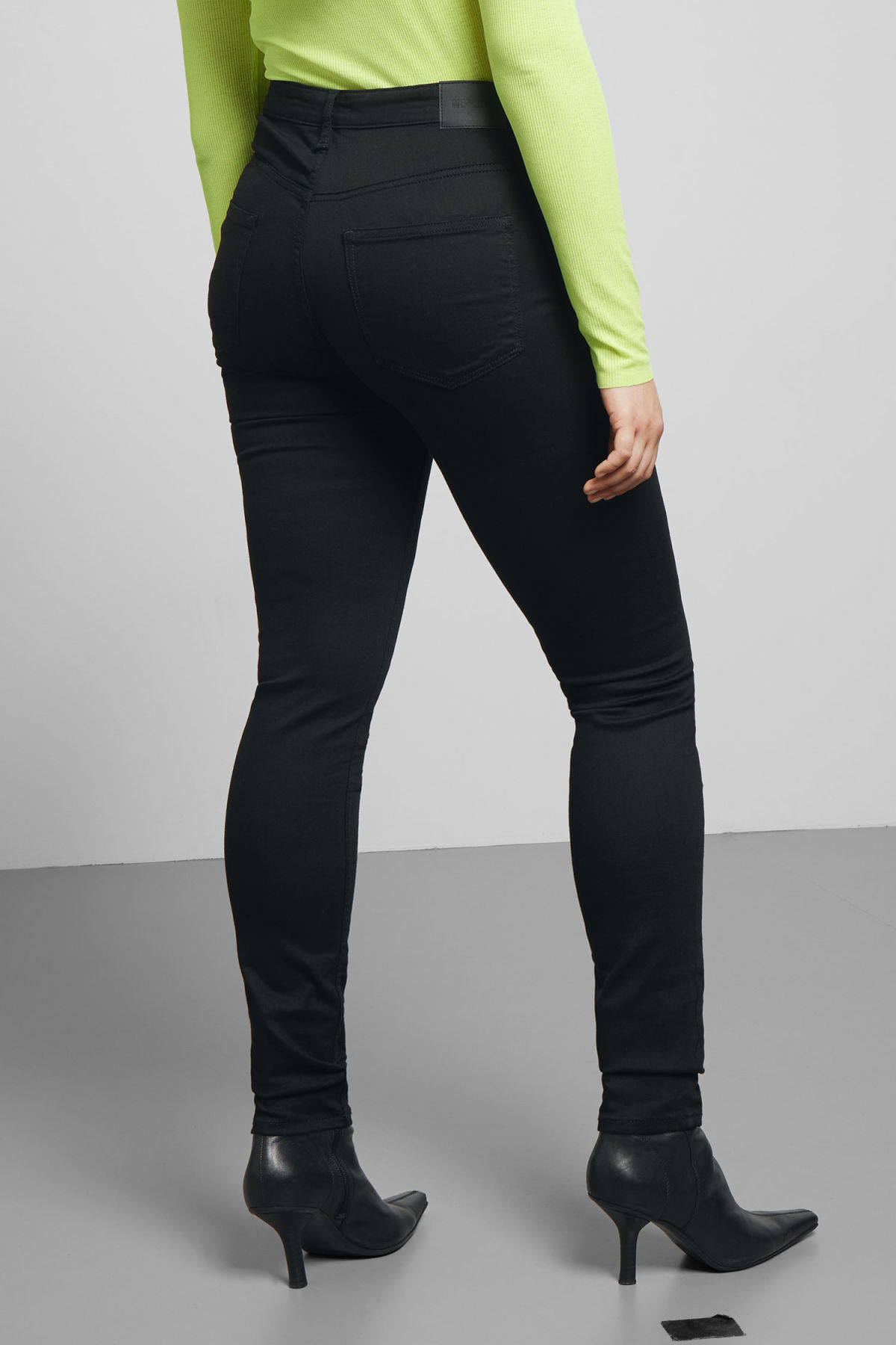 Model side image of Weekday body stay black jeans in black