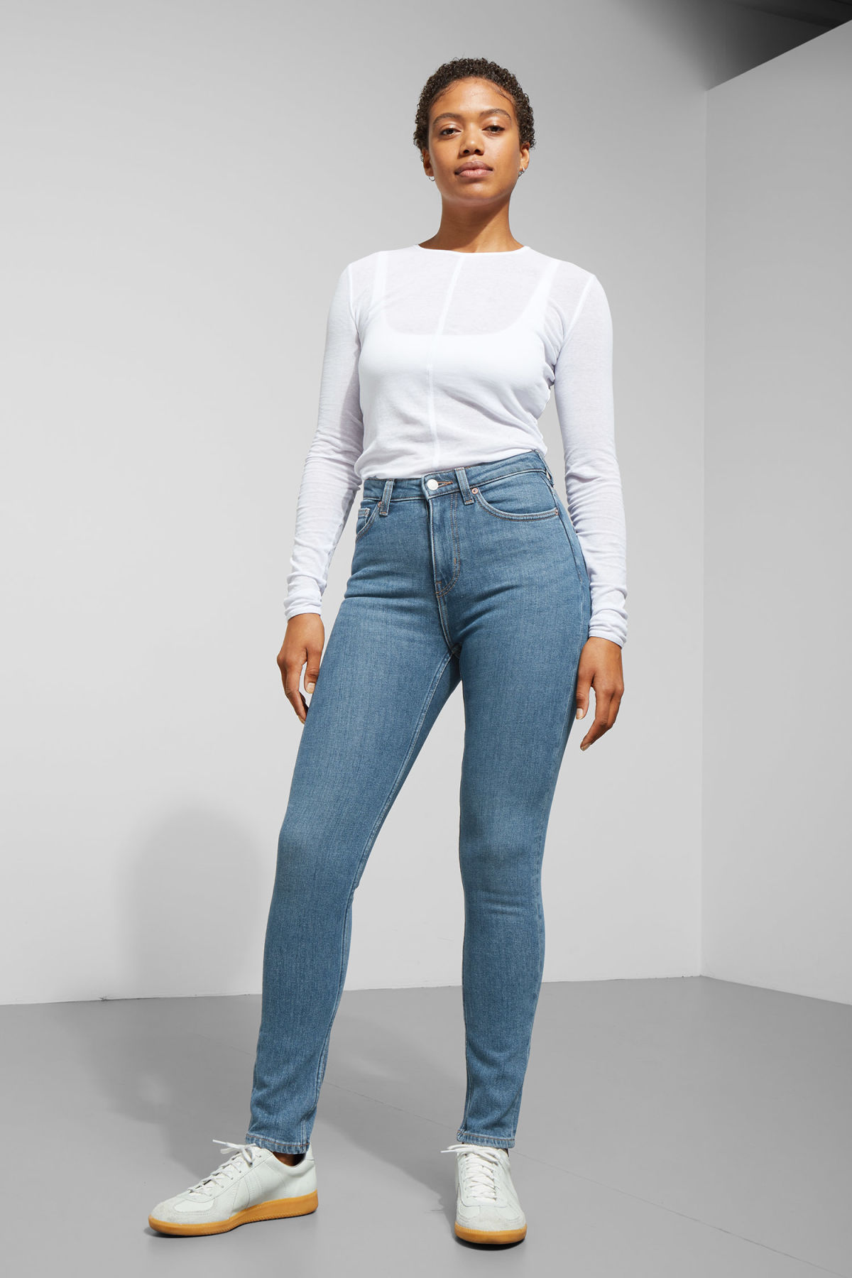Model front image of Weekday thursday arizona jeans in blue