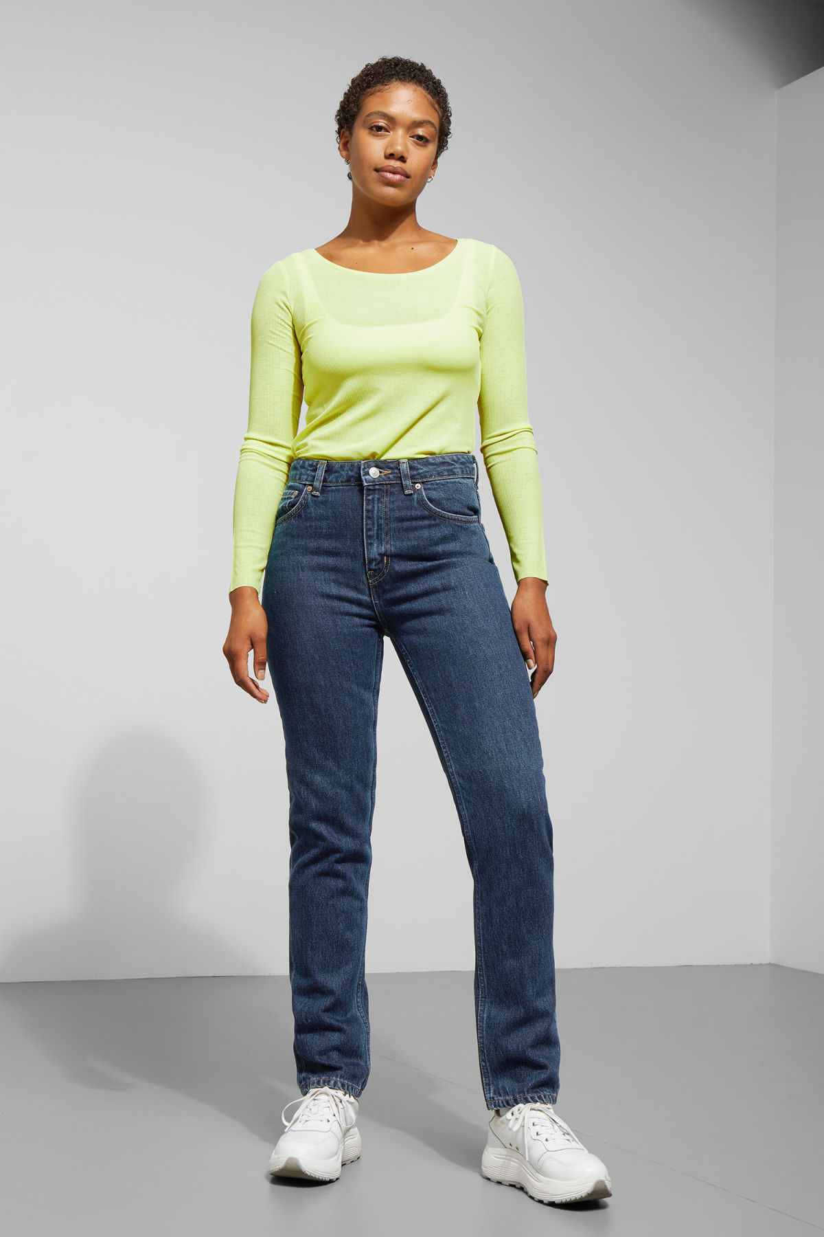 Model front image of Weekday seattle win jeans in blue