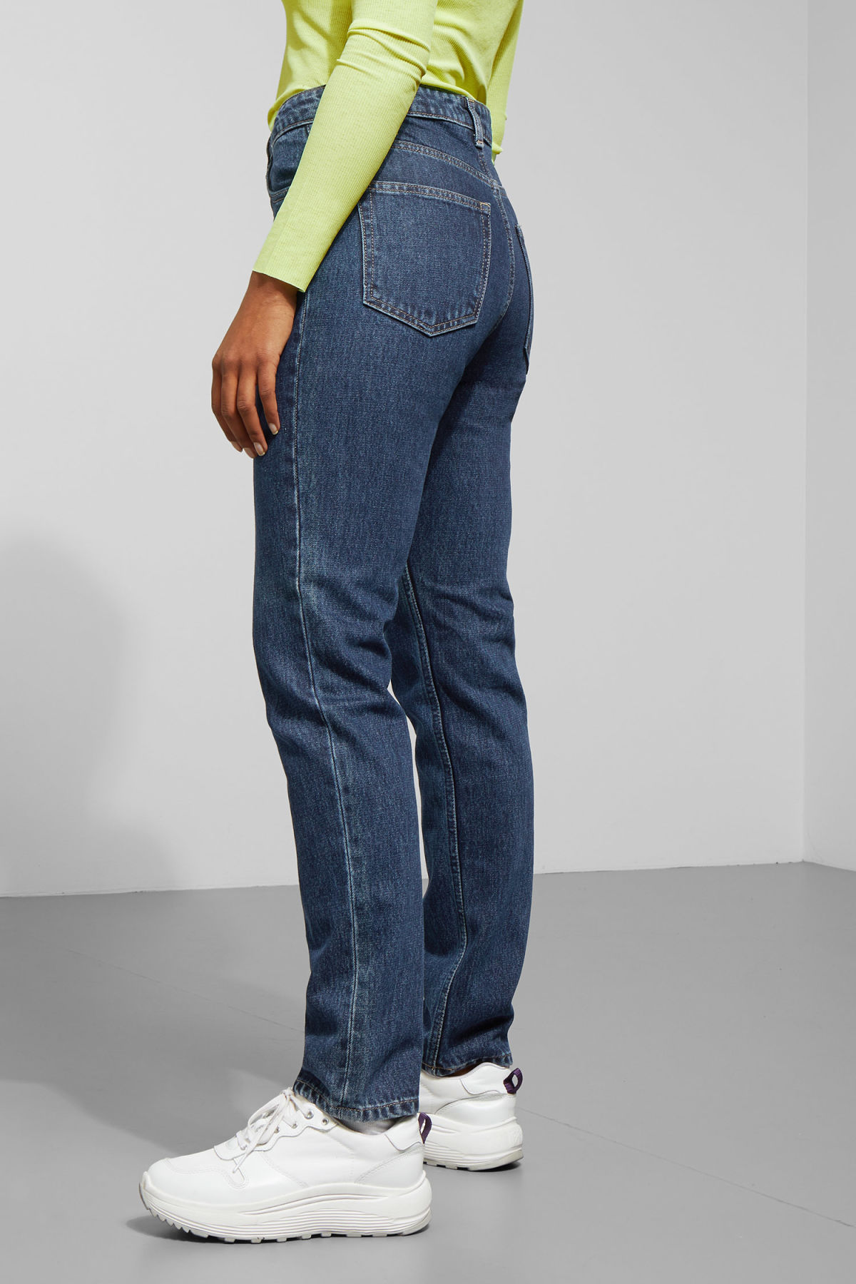 Model back image of Weekday seattle win jeans in blue
