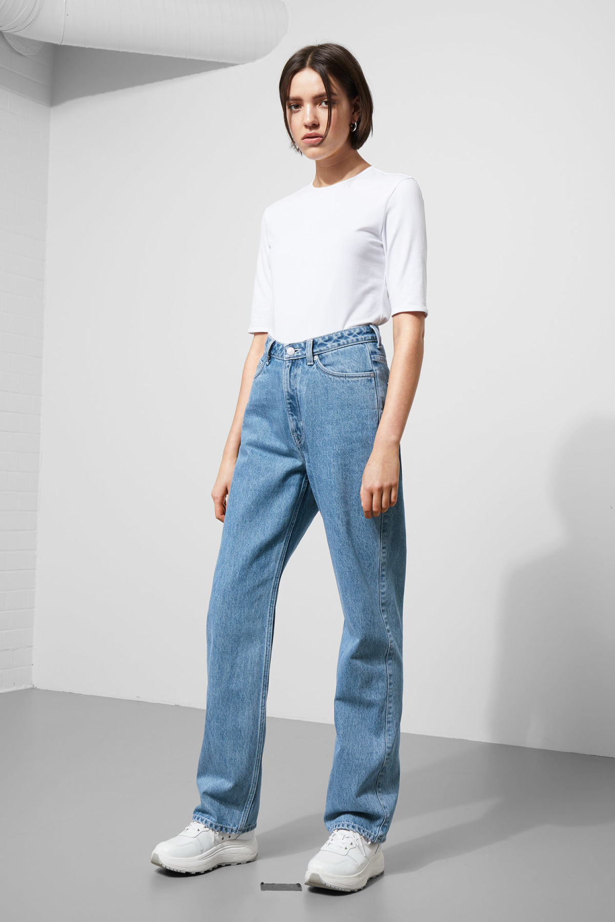 Model front image of Weekday row sky blue jeans in blue