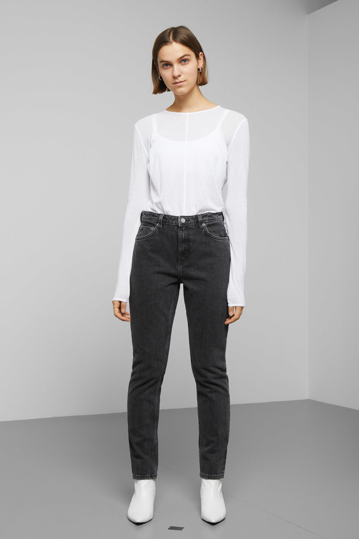 Model front image of Weekday seattle trotter black jeans in black