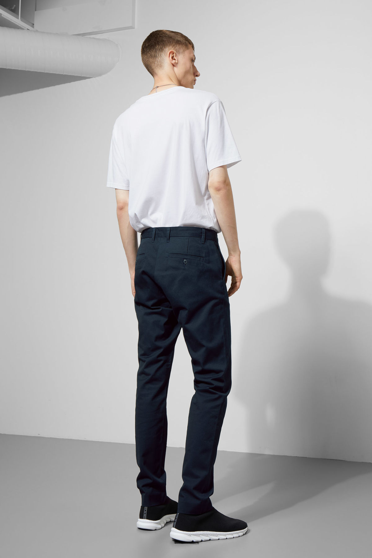 Model back image of Weekday forest chinos in blue
