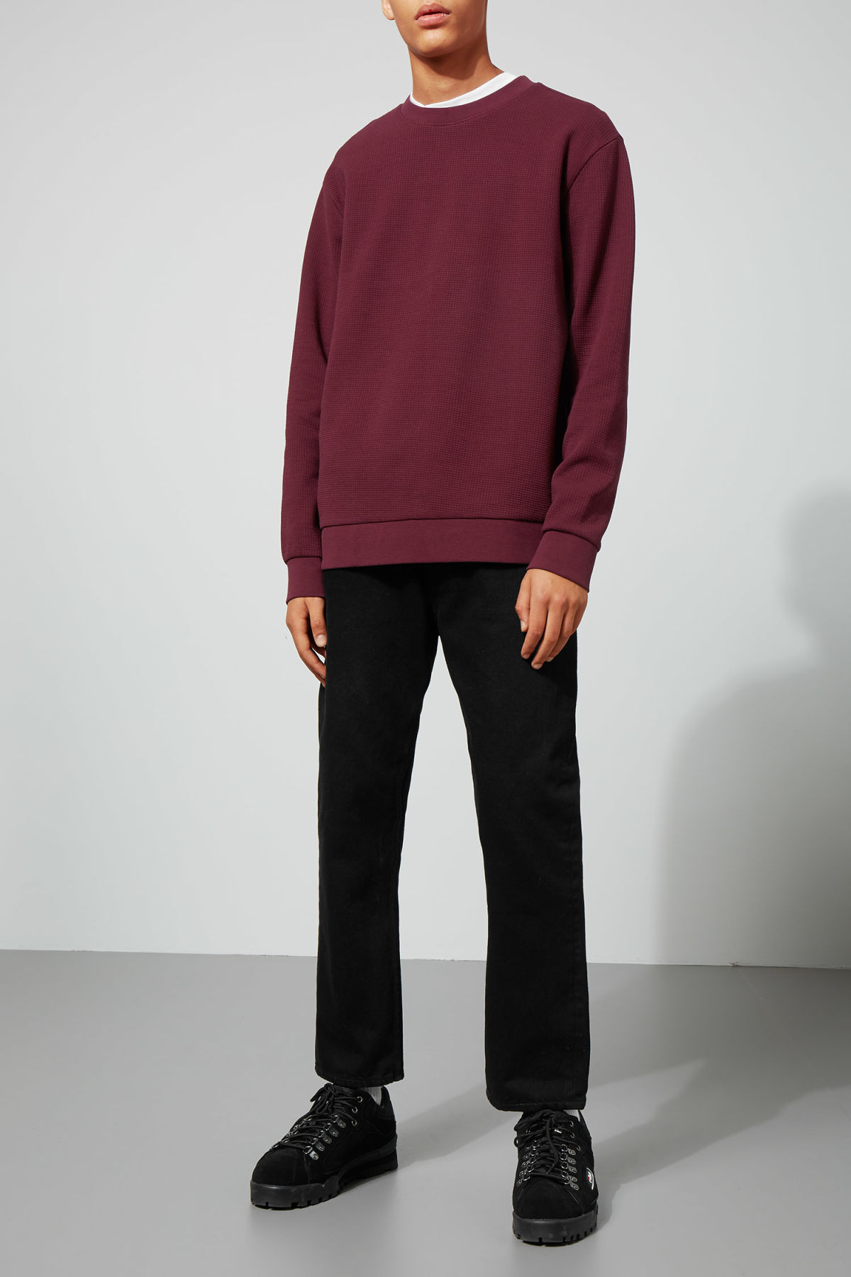 Model back image of Weekday steve structured sweatshirt in red