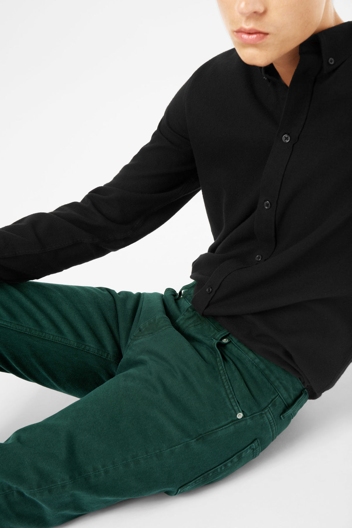 Model side image of Weekday friday bottle green jeans in green