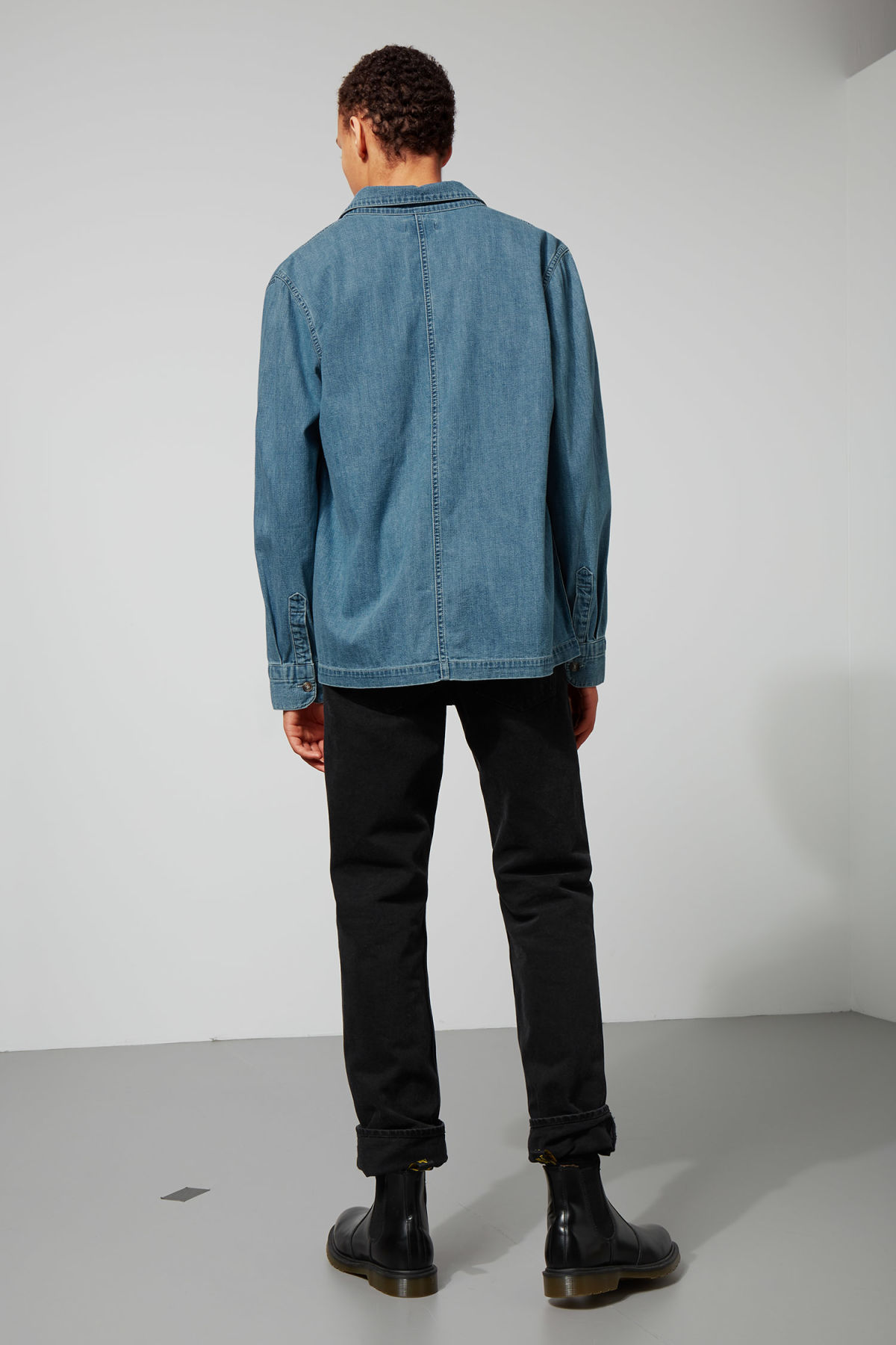 Model back image of Weekday century shirt iso blu in blue
