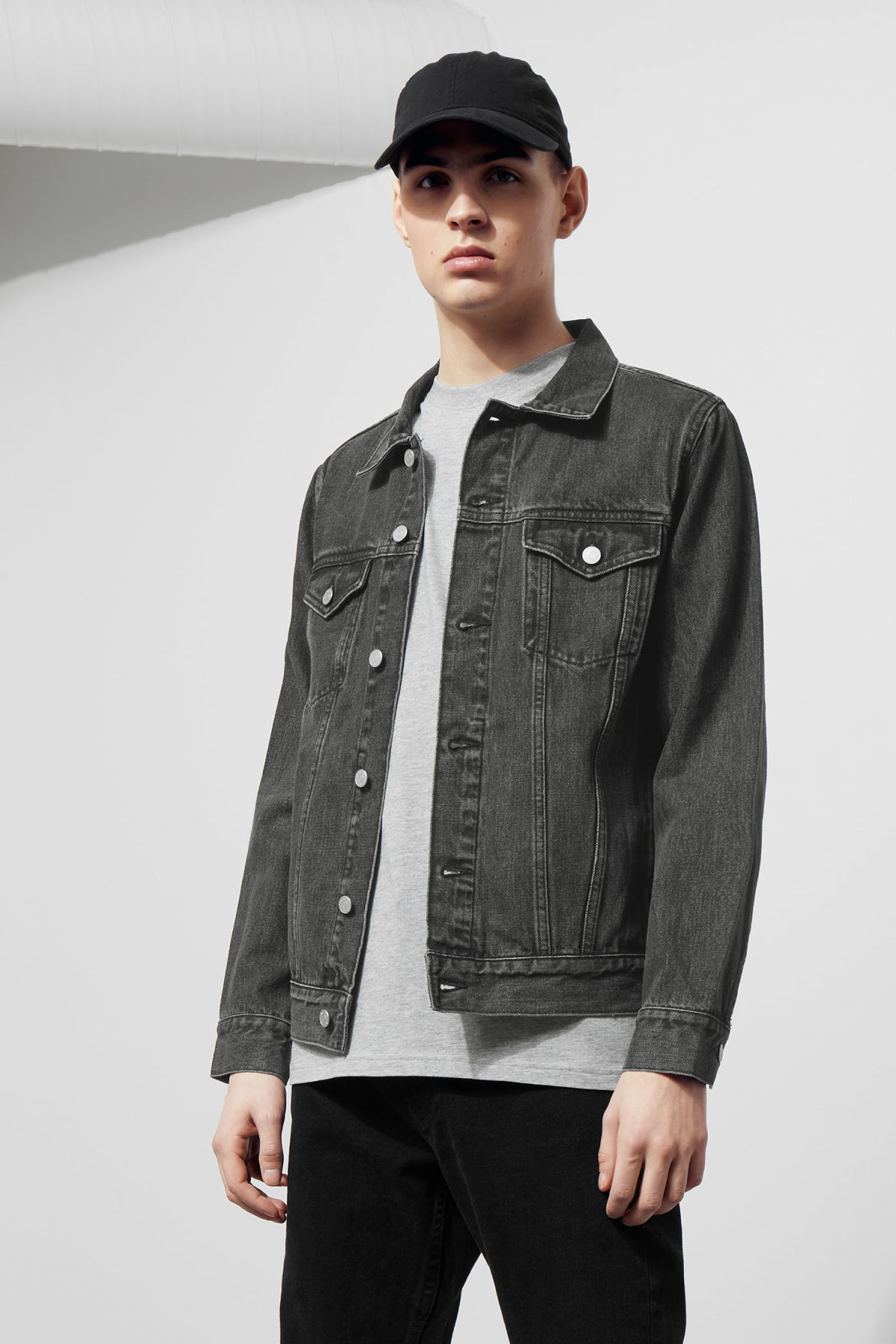 Model front image of Weekday single free black jacket  in grey