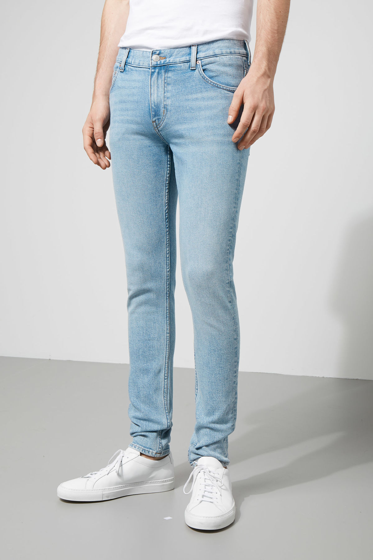 Model front image of Weekday form ratio blue jeans in blue