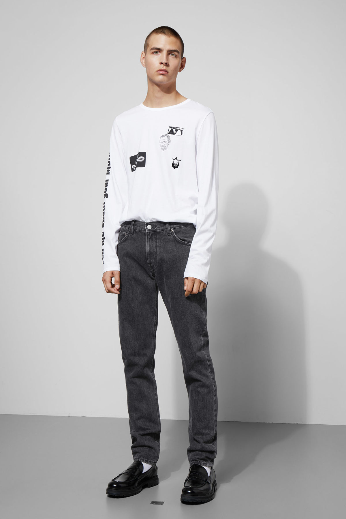 Model front image of Weekday friday trotter black jeans in grey