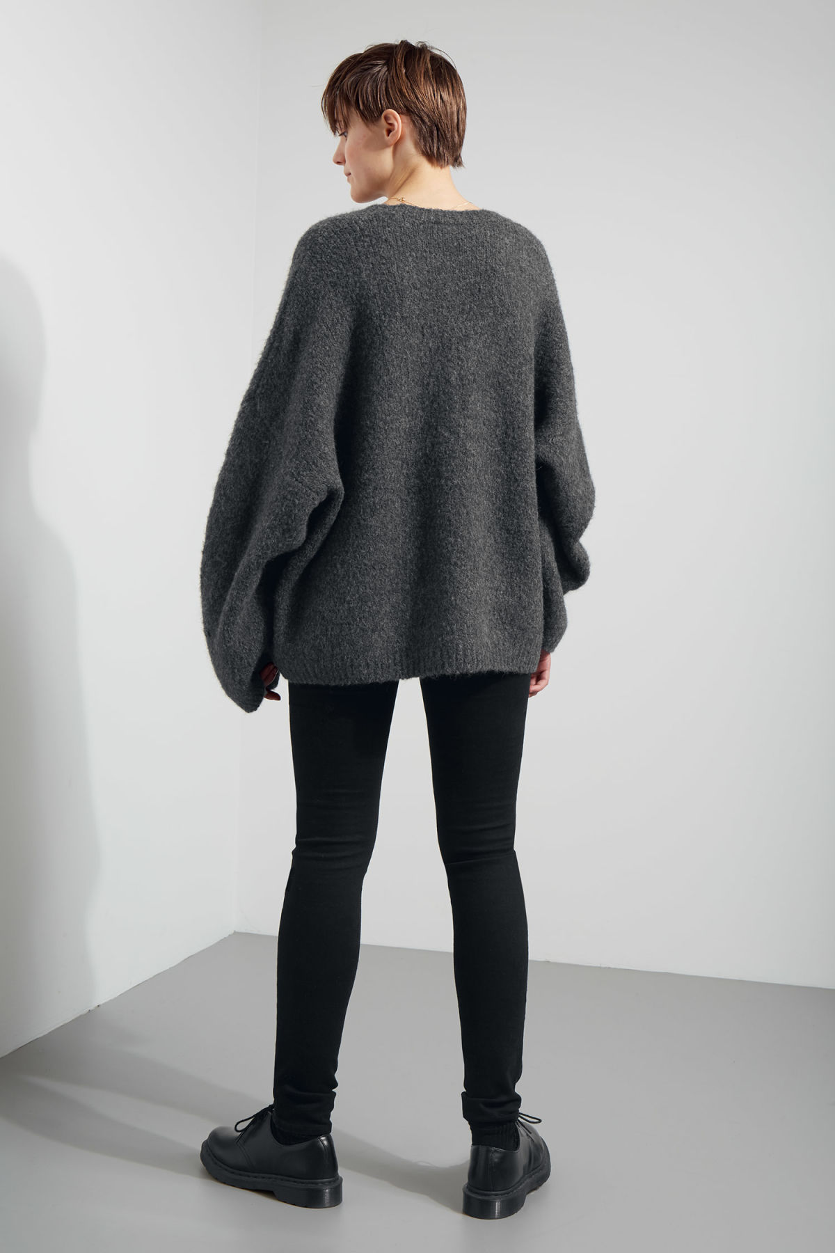 Model back image of Weekday lotta jaquard sweater in grey