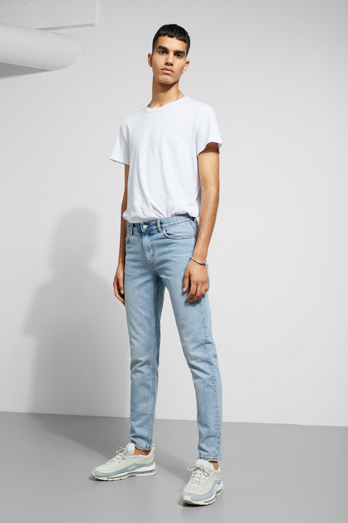 Model front image of Weekday friday spring blue jeans in blue