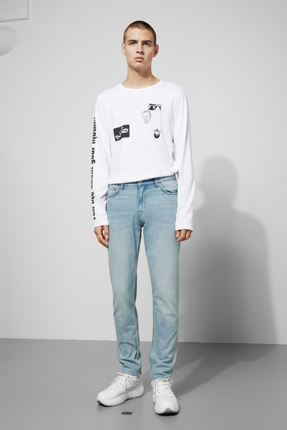Model front image of Weekday sunday spring blue jeans in blue