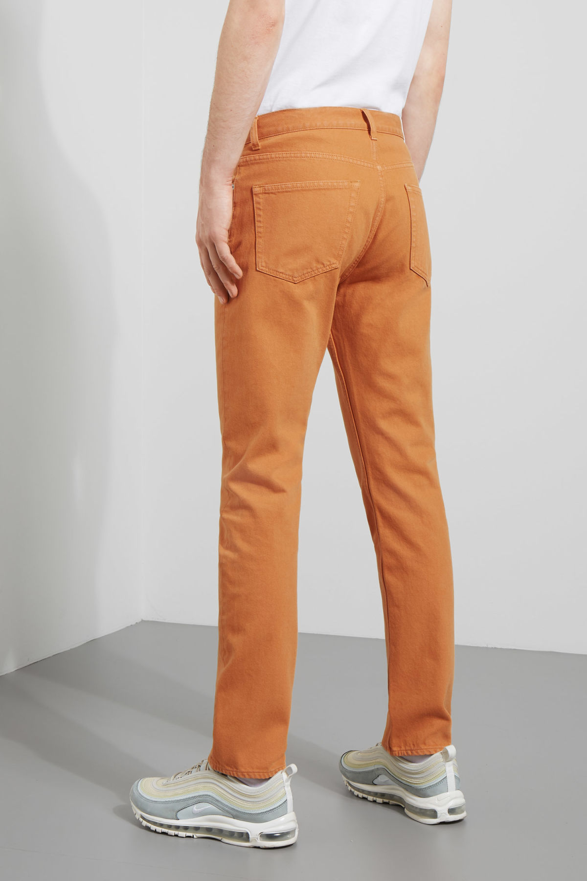 Model front image of Weekday vacant cropped burned jeans in orange