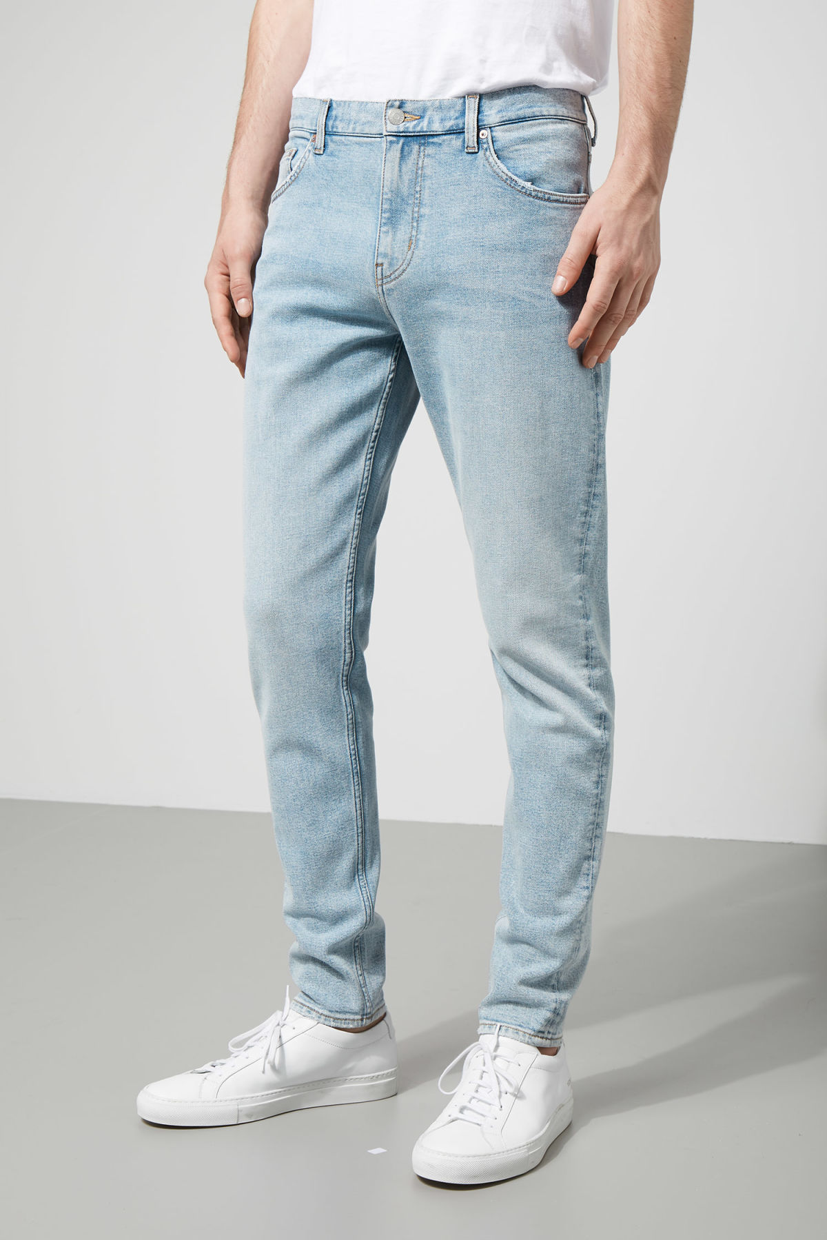 Model front image of Weekday cone loved blue jeans in blue