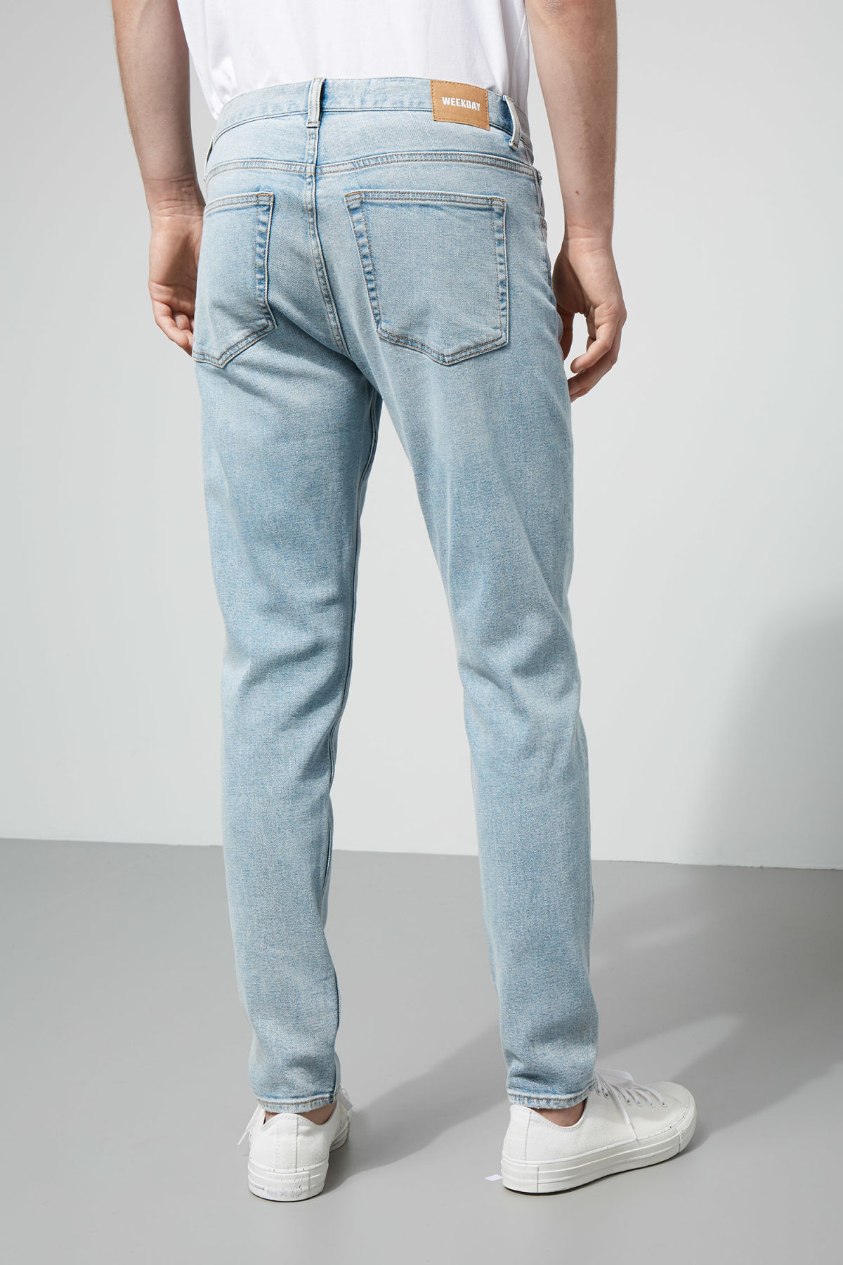 Model side image of Weekday cone loved blue jeans in blue
