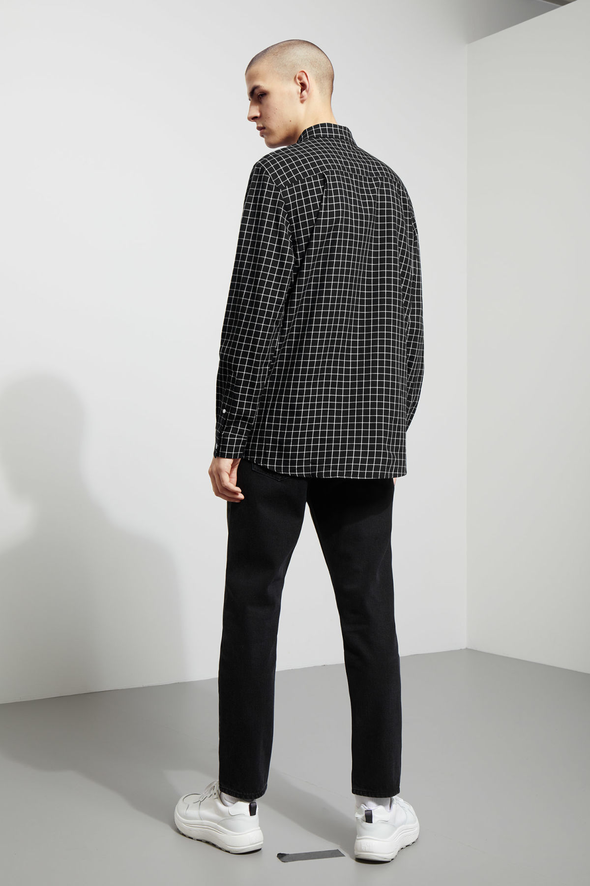 Model back image of Weekday ray windowpane shirt in black