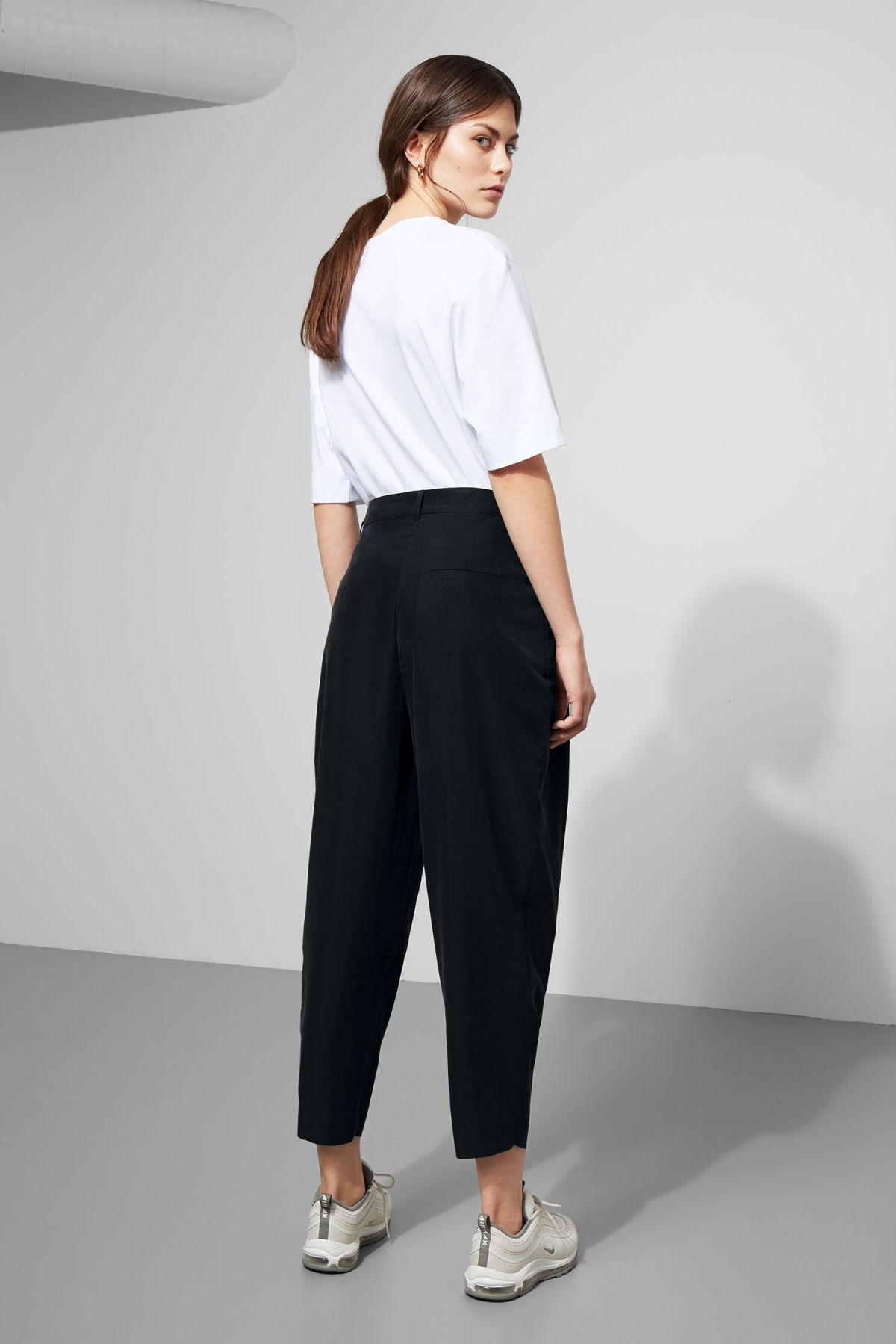 Model side image of Weekday milly pleat trousers in black