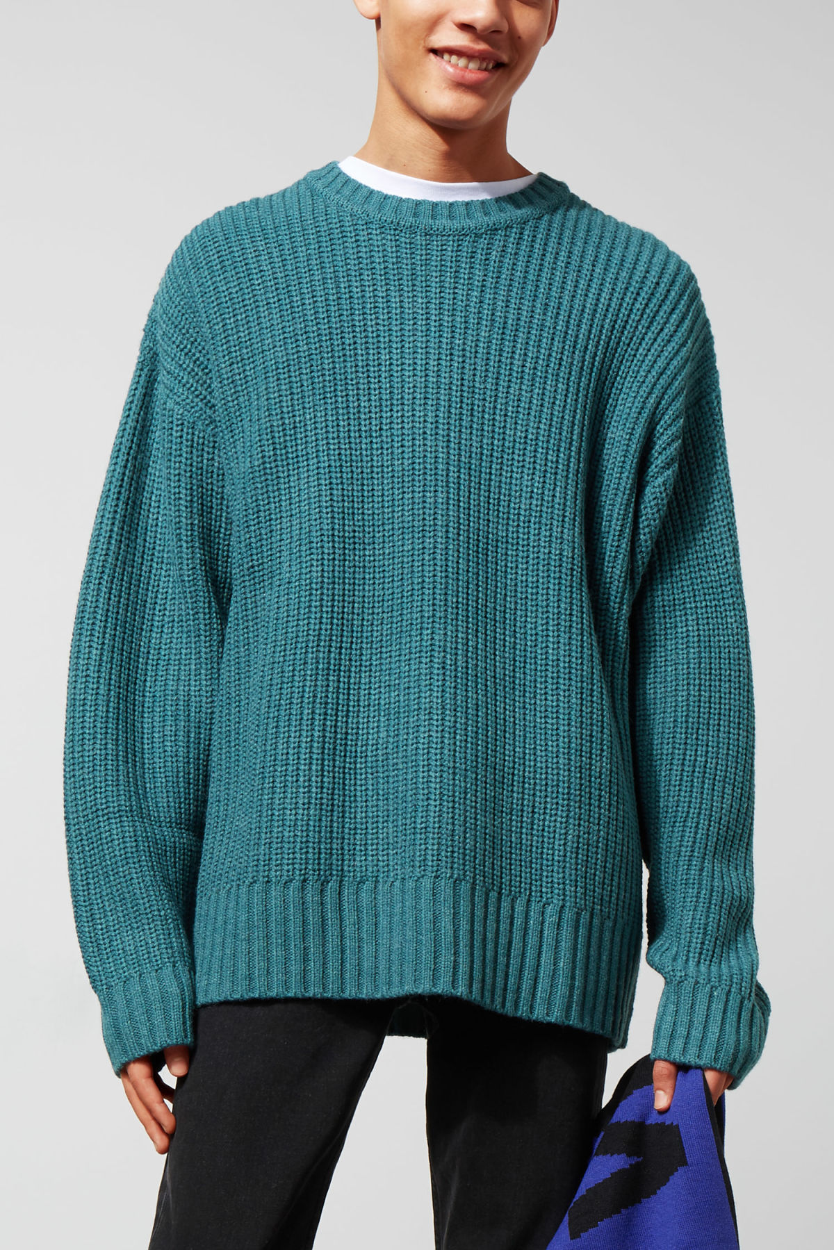 Model front image of Weekday dieago sweater in turquoise