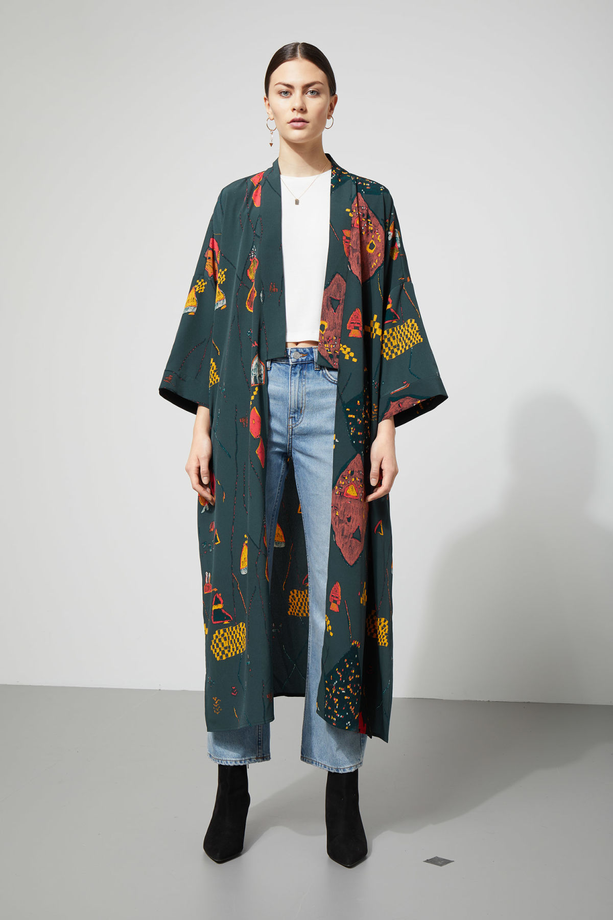 Model front image of Weekday bass kimono in blue
