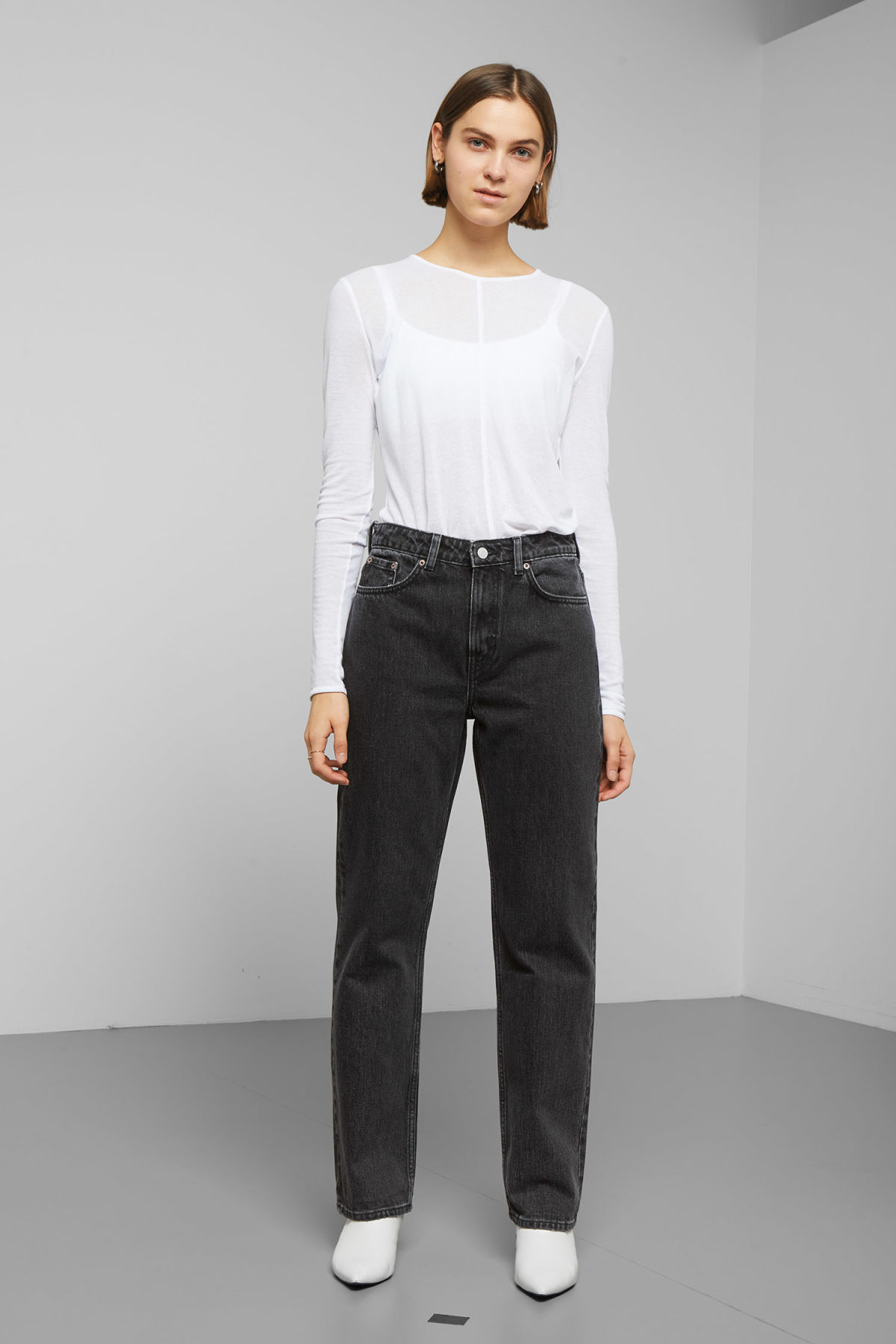 Model front image of Weekday voyage trotter black jeans in black