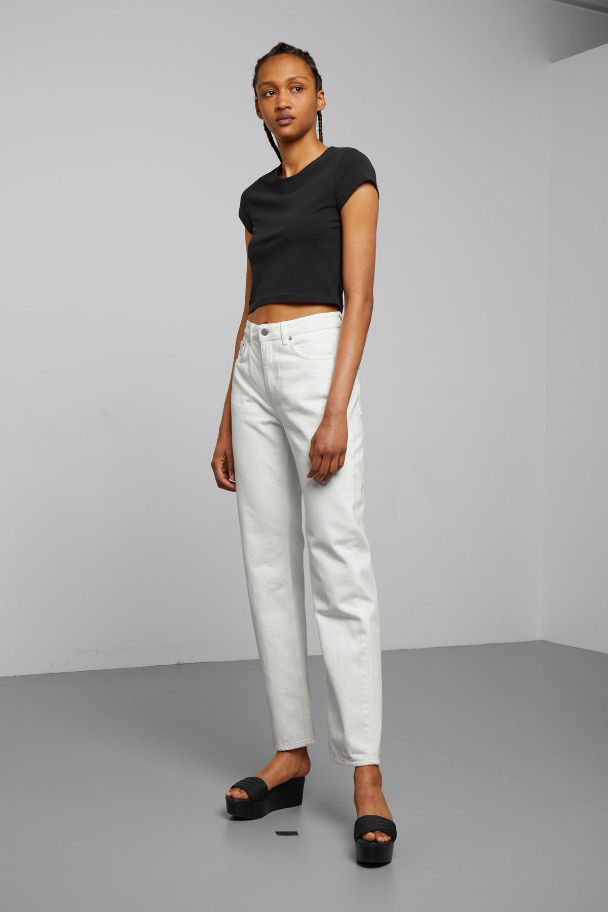 Model front image of Weekday voyage loved white jeans in white