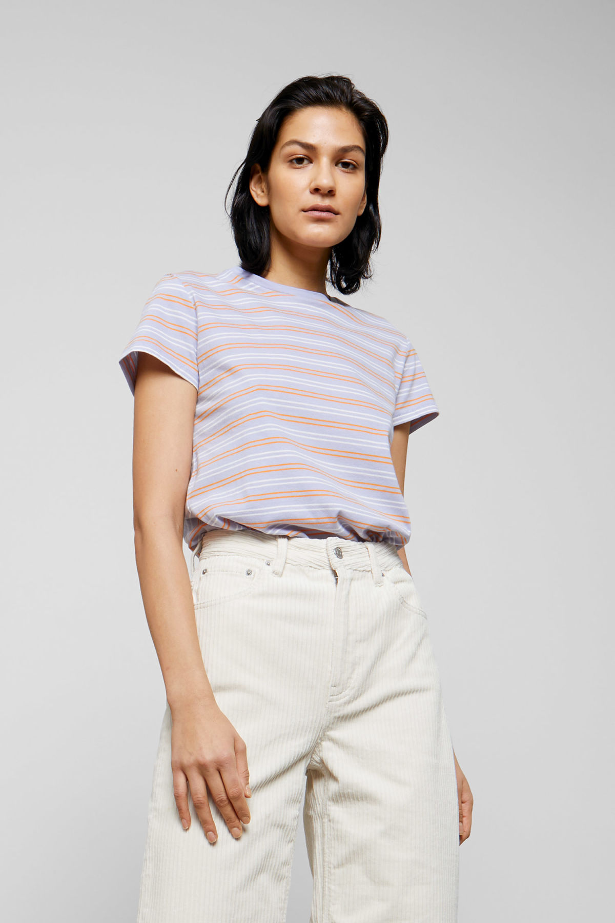 Model front image of Weekday tagan tee in purple