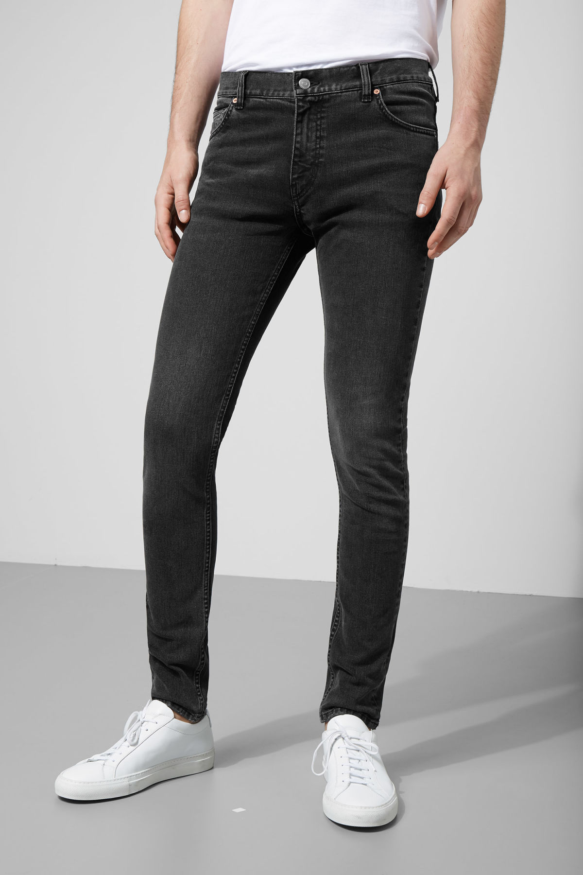 Model front image of Weekday form trotter black jeans in grey