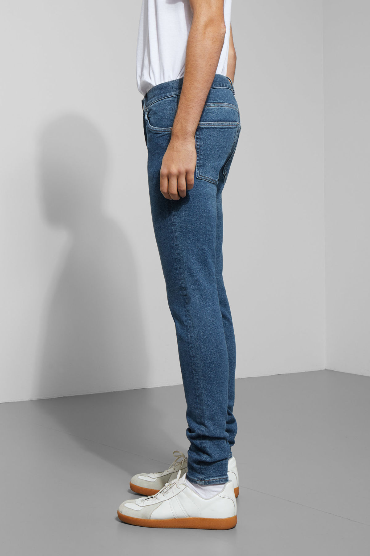 Model side image of Weekday form powell blue jeans in blue