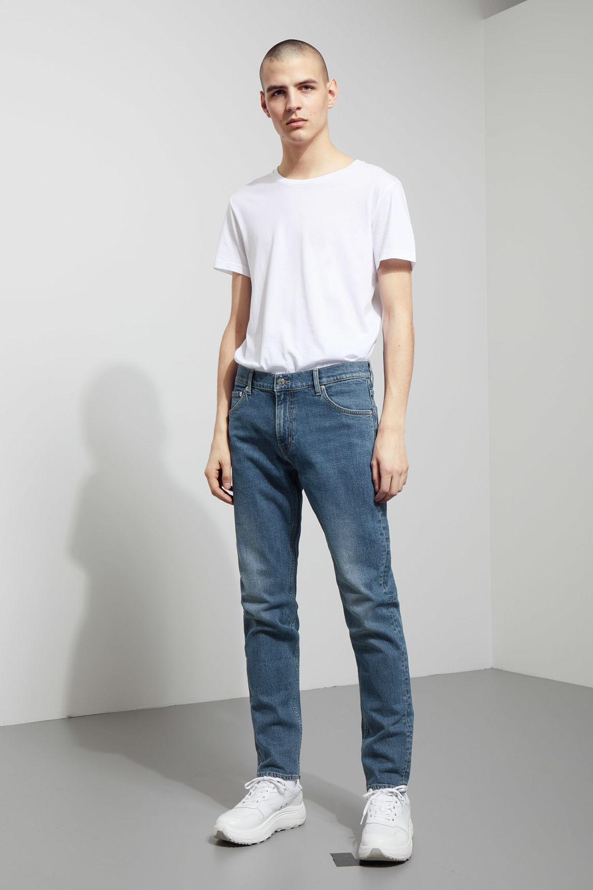 Model front image of Weekday friday dry blue jeans in blue