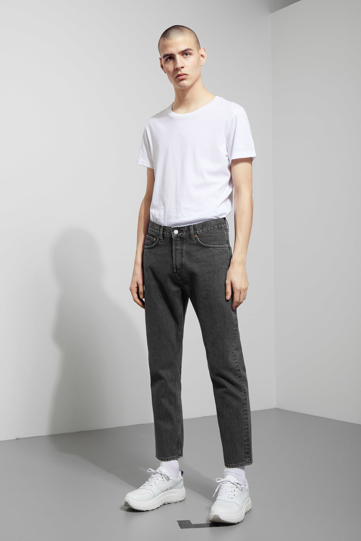 Model front image of Weekday vacant cropped stone jeans in grey