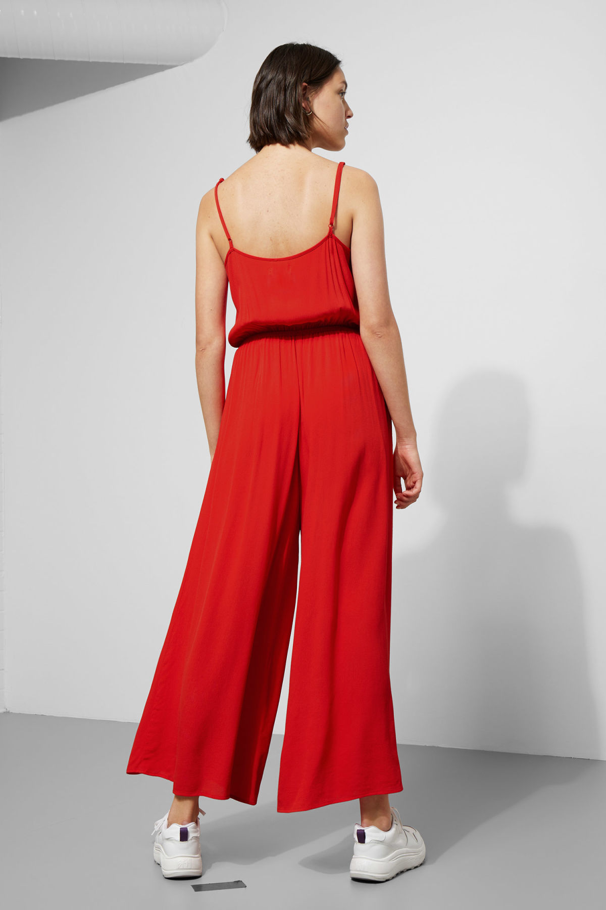 Model side image of Weekday elora jumpsuit in red