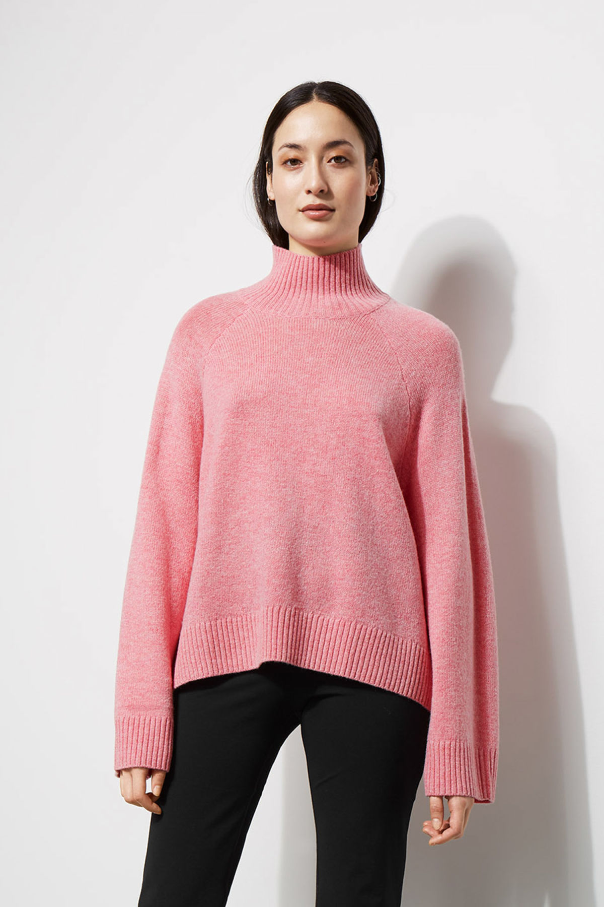 Model front image of Weekday avant sweater in pink