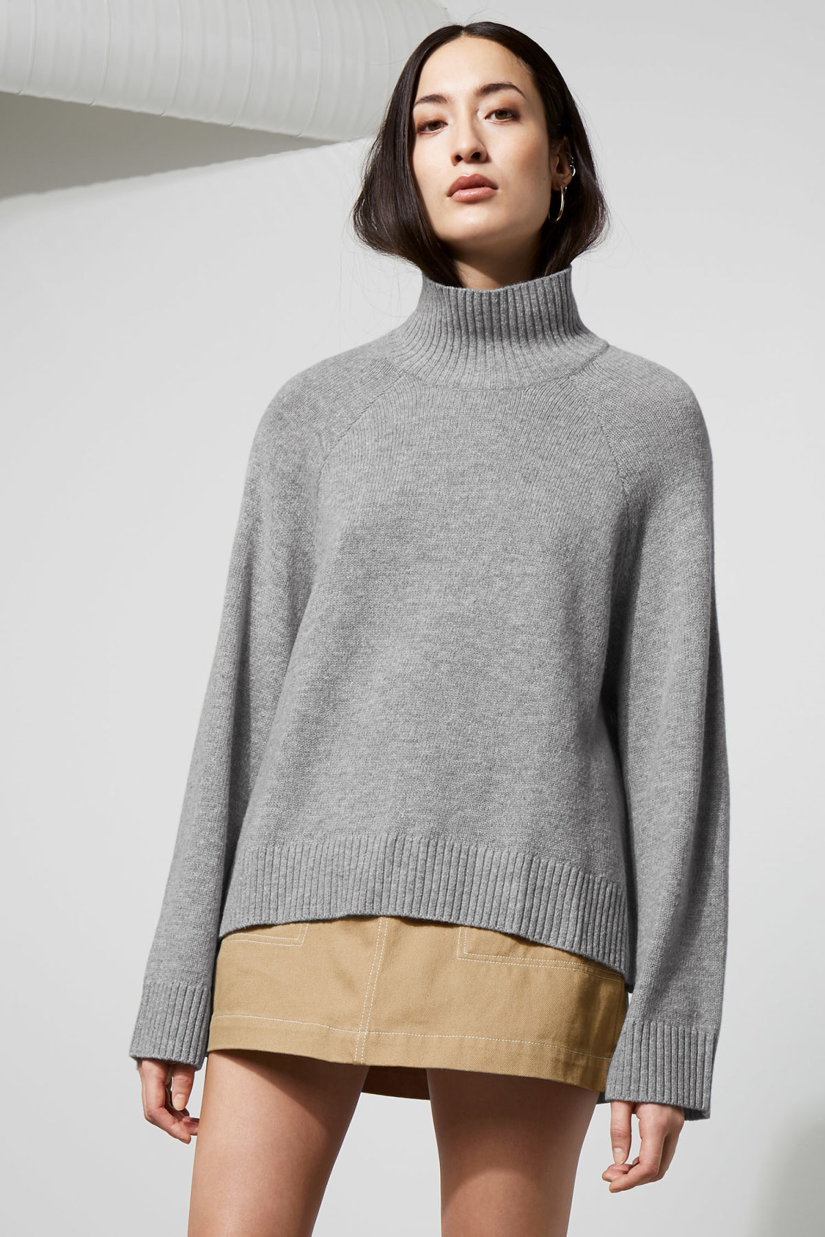 Model front image of Weekday avant sweater in grey