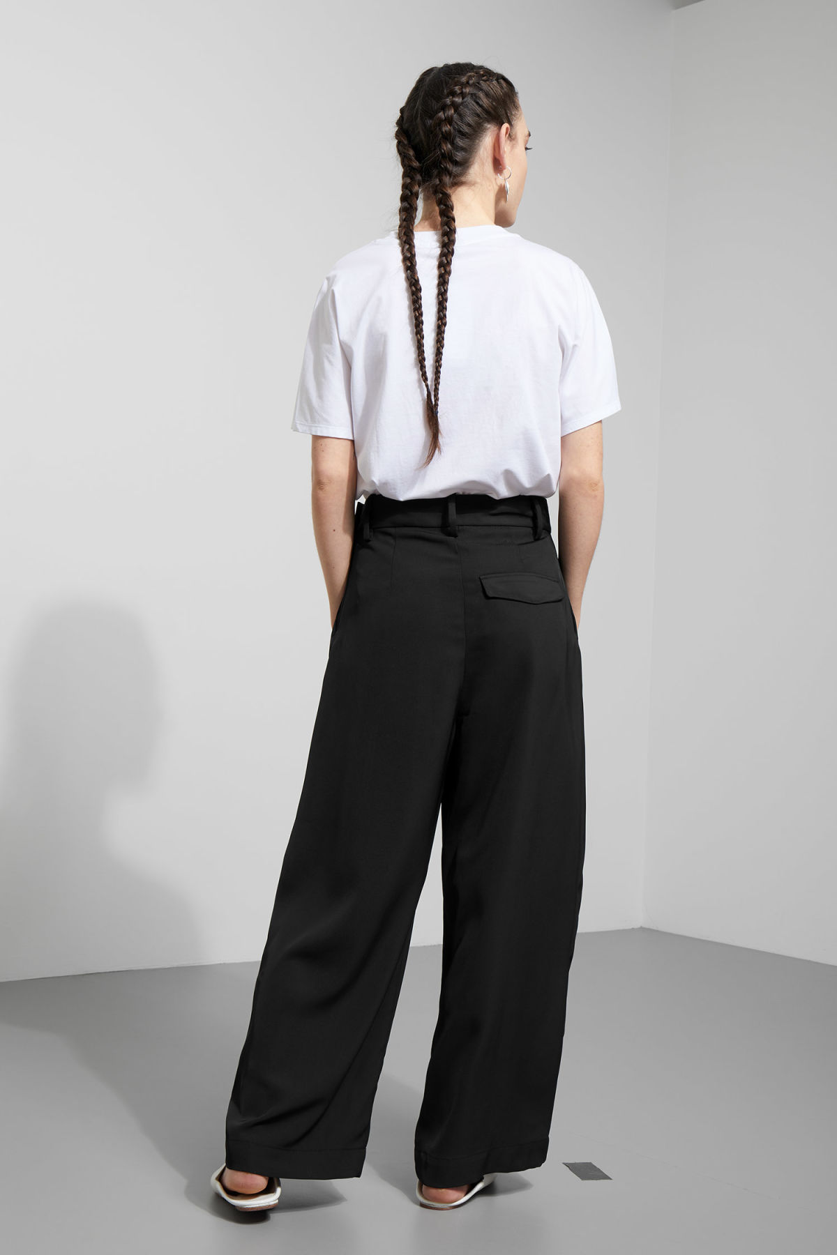 Model back image of Weekday mount trousers in black
