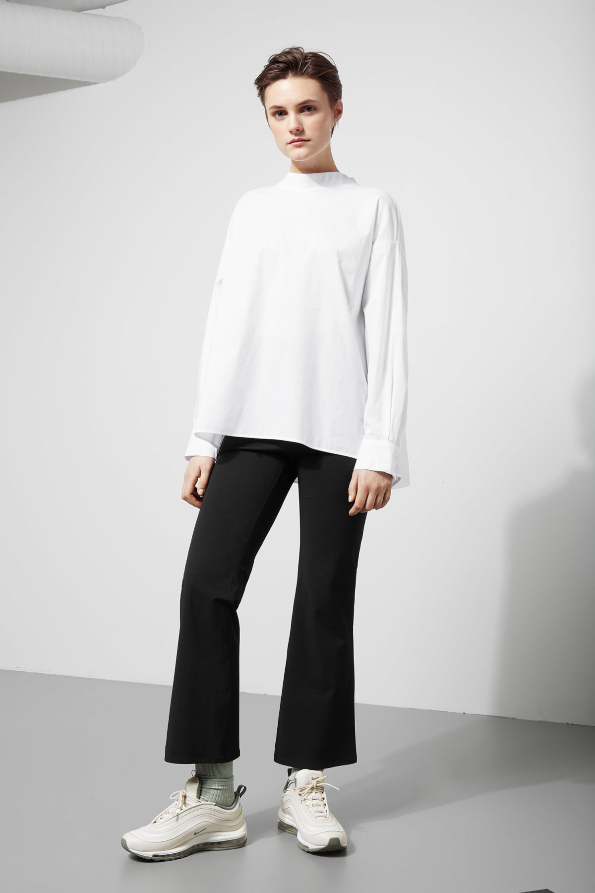 Model back image of Weekday pablo blouse in white