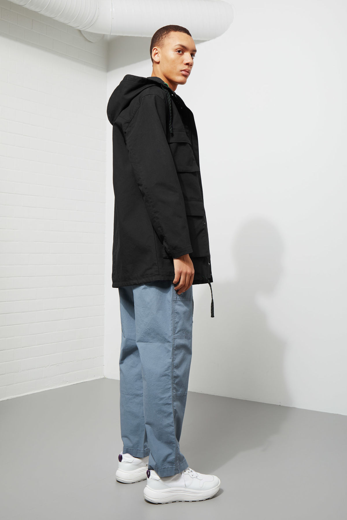 Model back image of Weekday ashcan parka in black