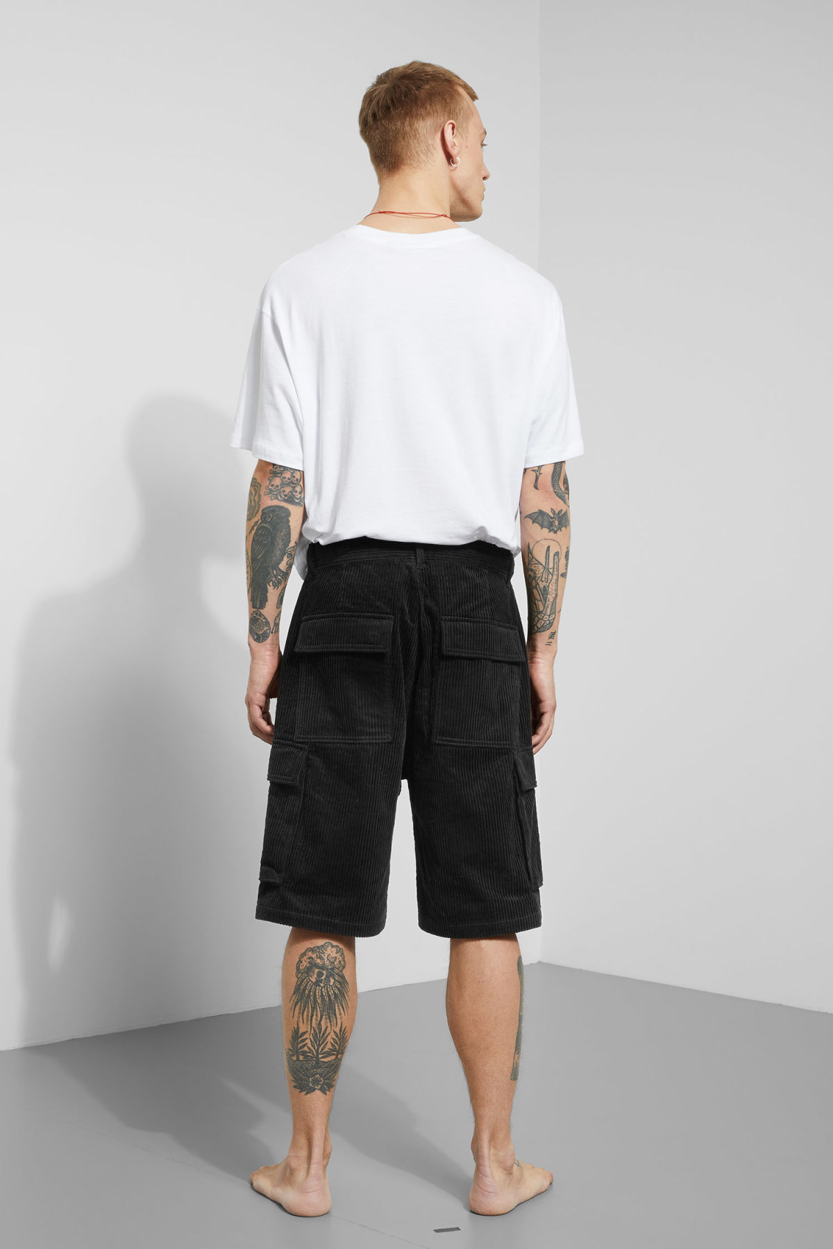 Model back image of Weekday unity shorts  in black