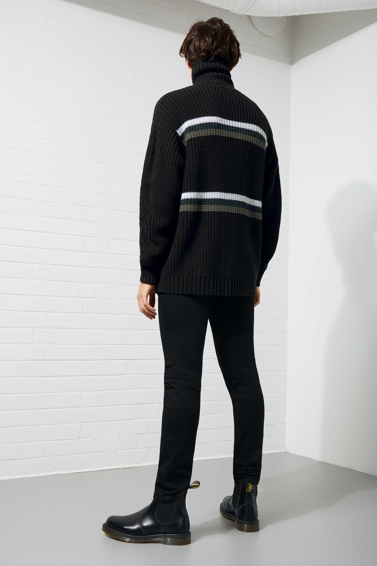 Model back image of Weekday loop turtleneck sweater in black