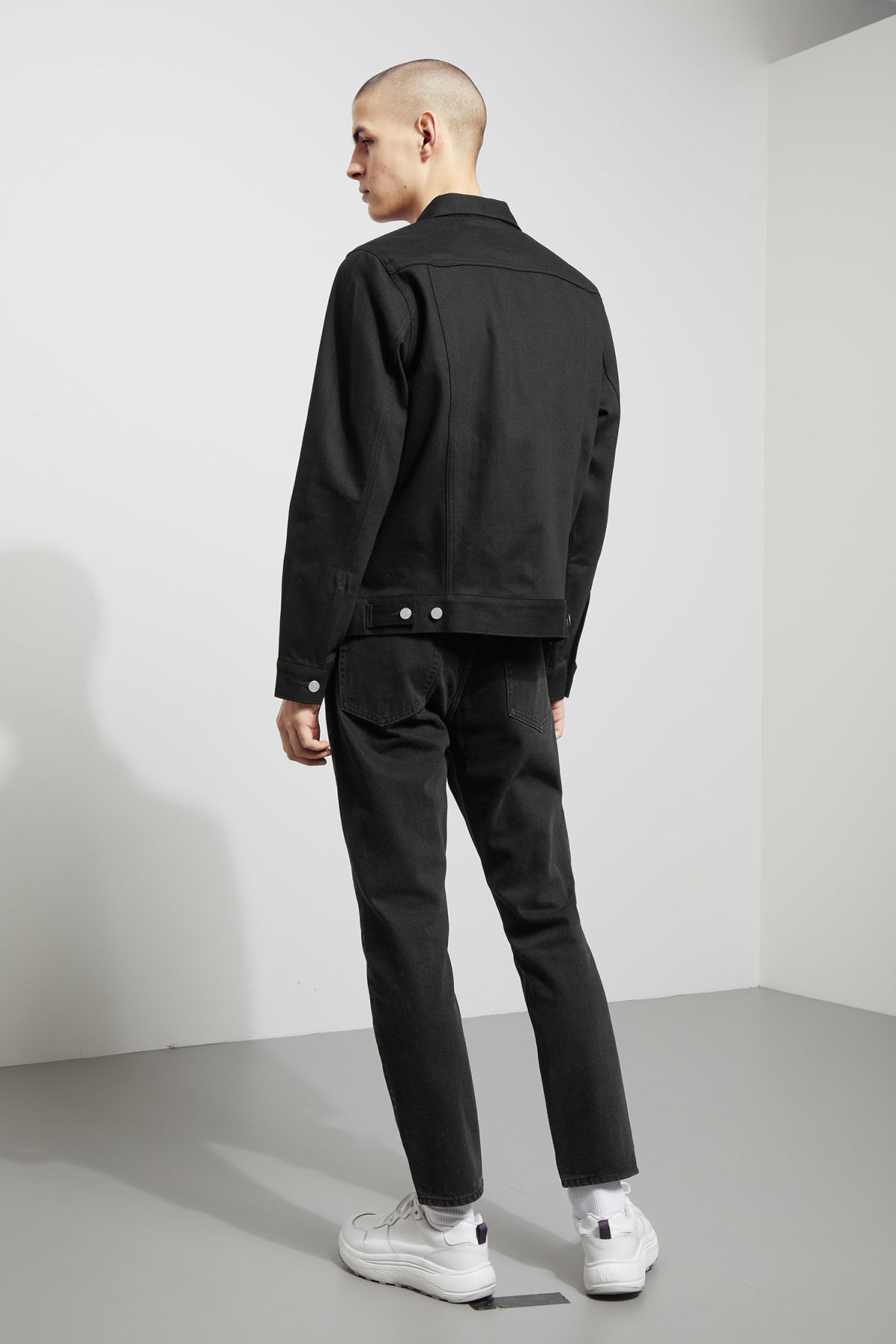 Model back image of Weekday single unwashed black jacket in black