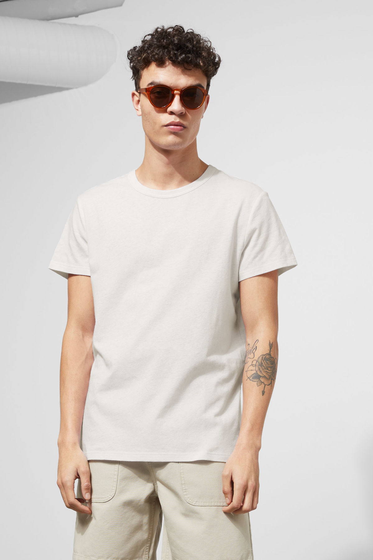 Model front image of Weekday linen t-shirt in white
