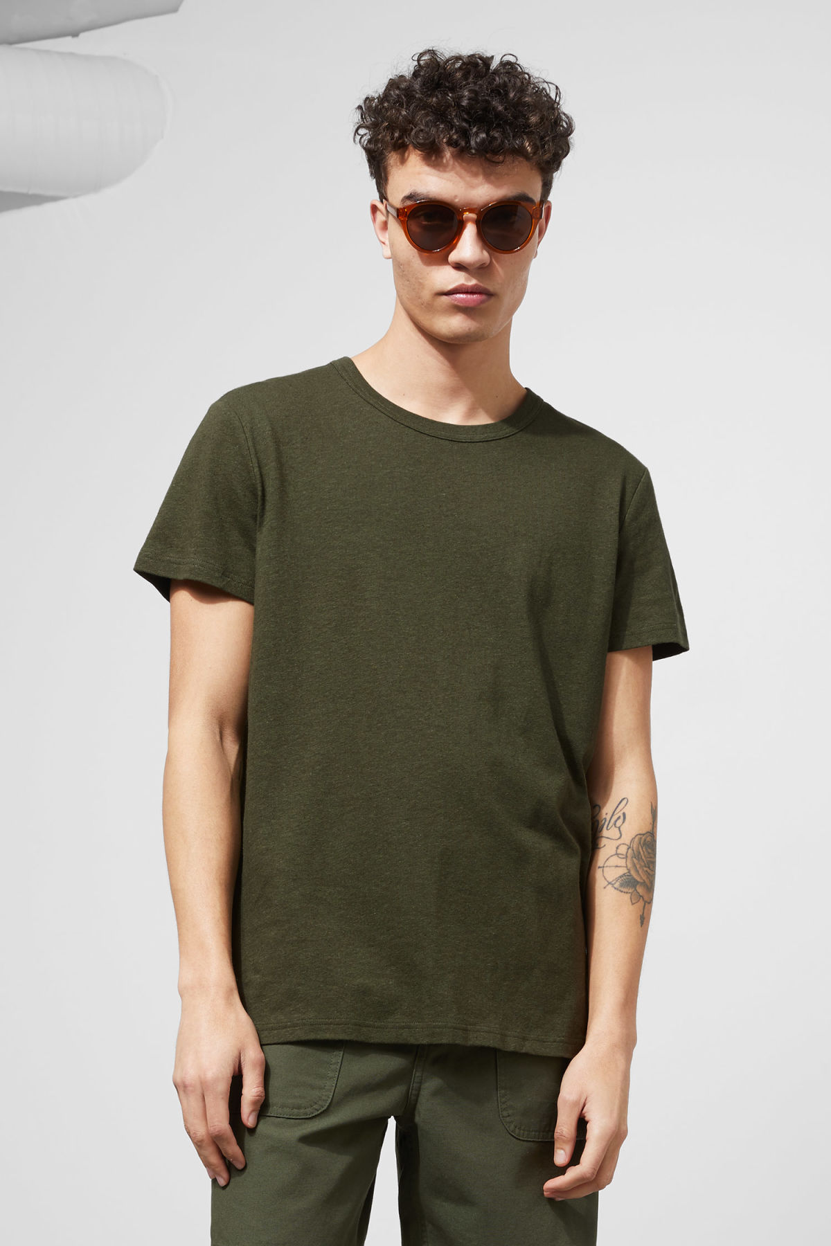 Model front image of Weekday linen t-shirt in green