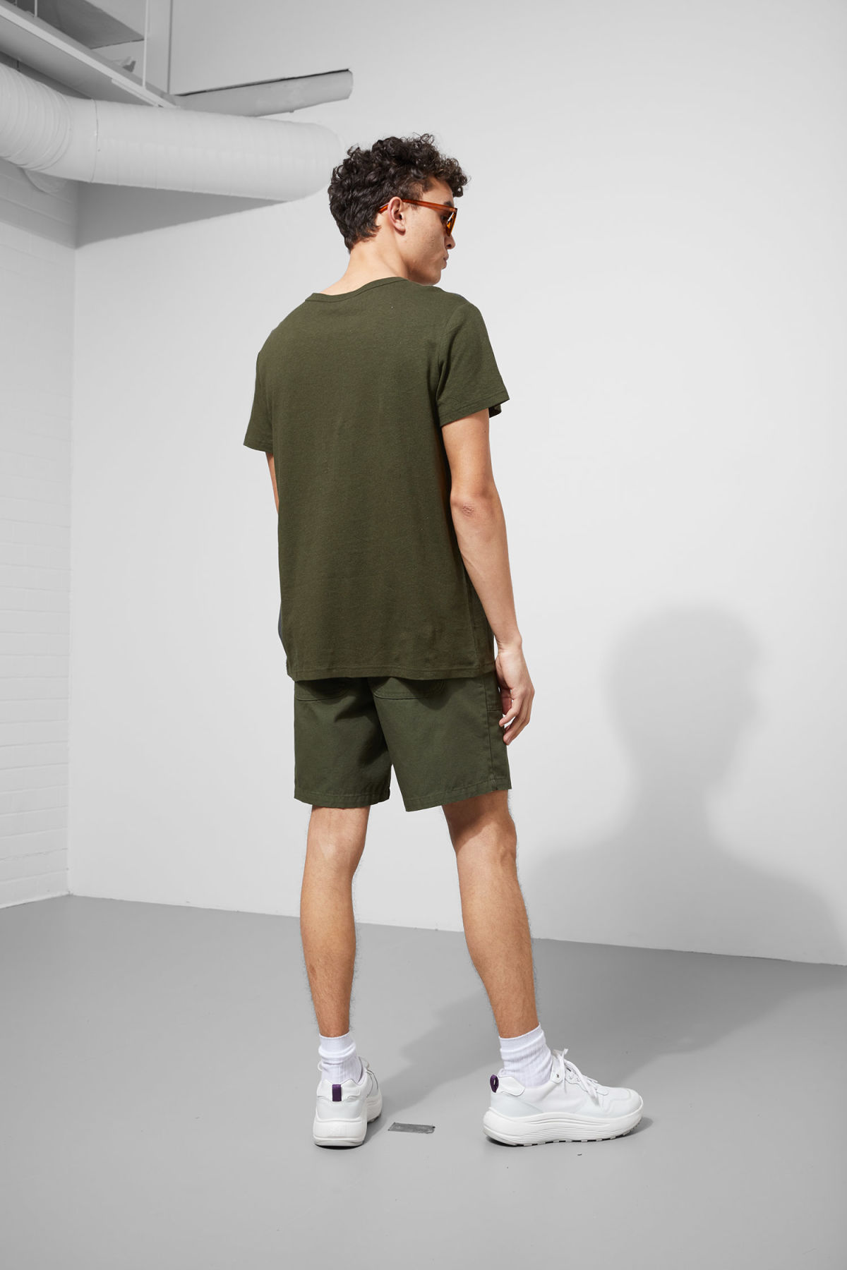 Model back image of Weekday linen t-shirt in green
