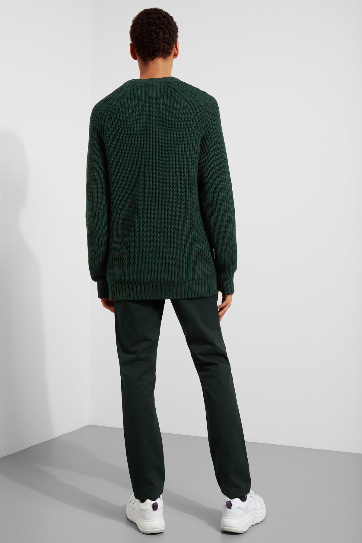 Model back image of Weekday josef rib sweater  in green