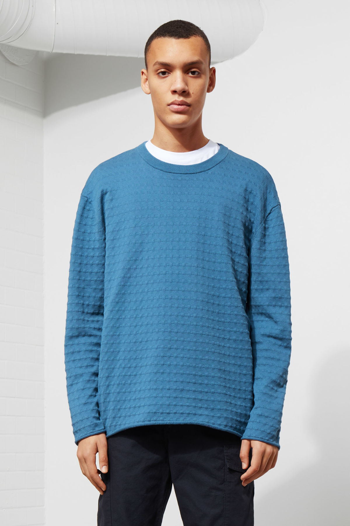 Model front image of Weekday prism sweater  in blue