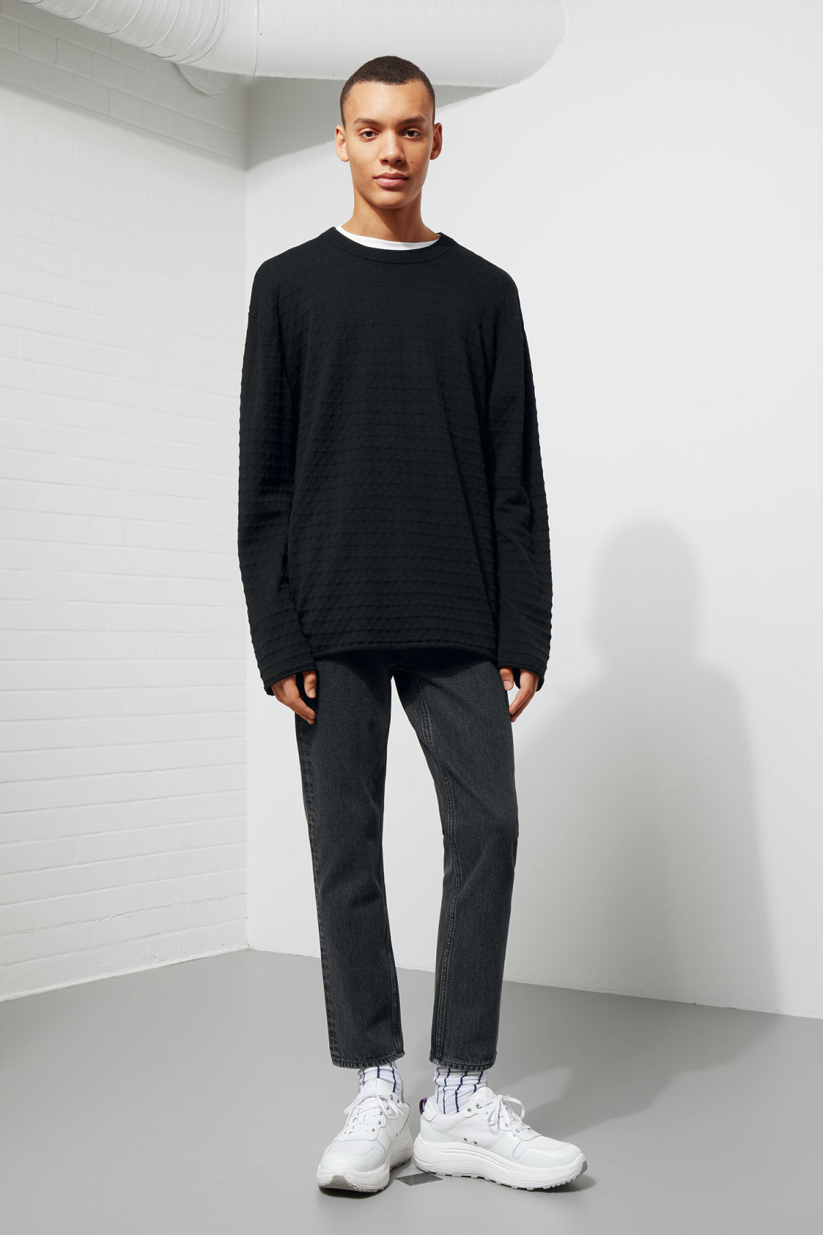 Model front image of Weekday prism sweater  in black