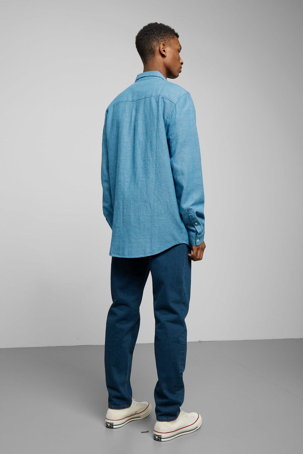 Model back image of Weekday seattle twotwill shirt in blue