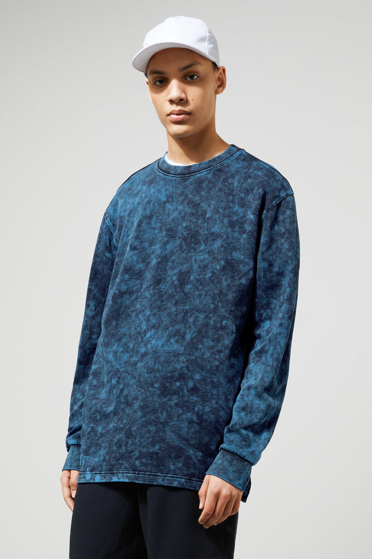 Model front image of Weekday radical washed sweatshirt in black