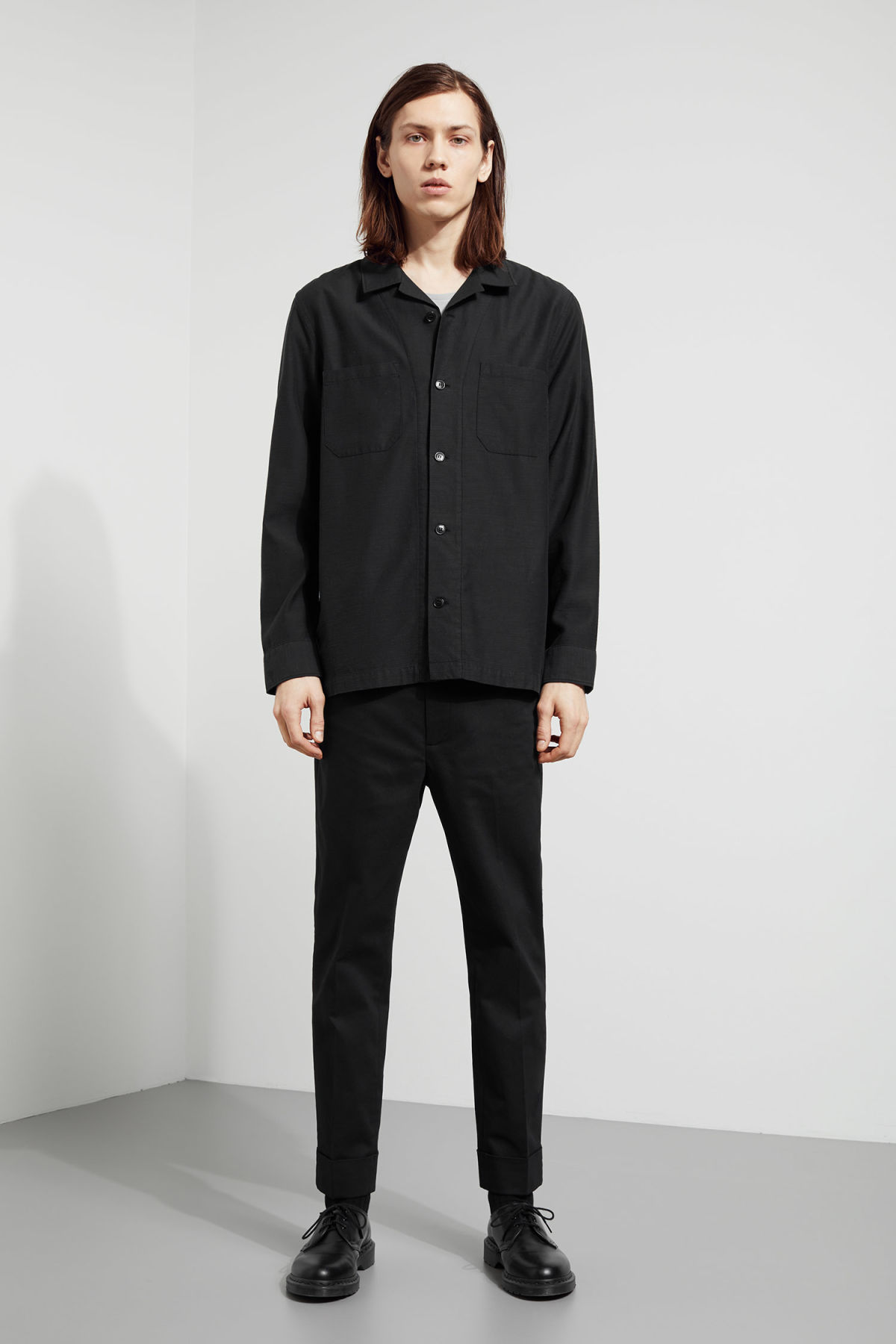 Model back image of Weekday bean shirt in black