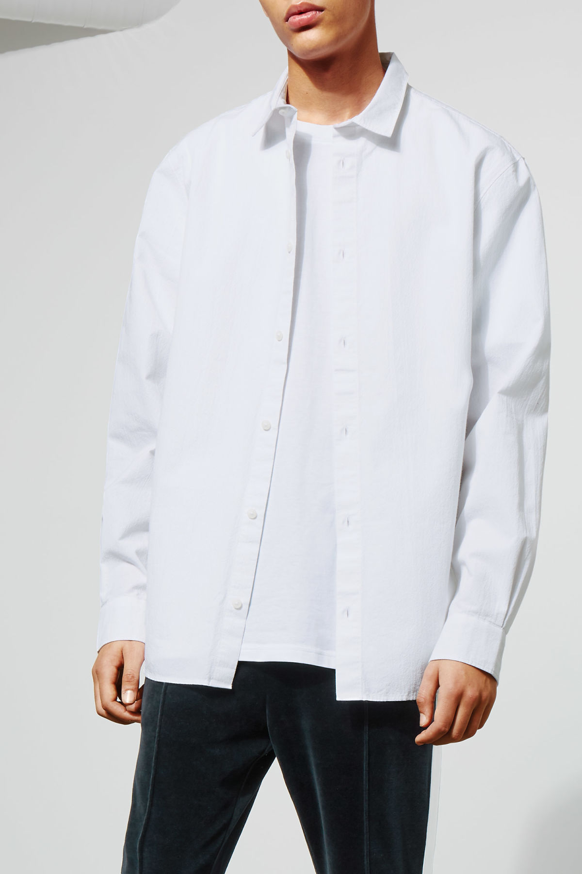 Model front image of Weekday pablo structured shirt in white